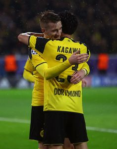 Marco Reus of Borussia Dortmund celebrates scoring his teams fifth goal with teammate Shinji Kagawa during the UEFA Champions League Group F match between Borussia Dortmund and Legia Warszawa at Signal Iduna Park on November 22, 2016 in Dortmund, North Rhine-Westphalia.