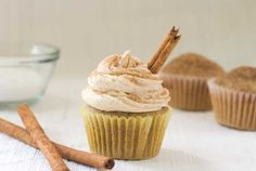 Snicker doodle cupcakes from Simply Gluten Free. This website has a lot of gluten free dessert recipes! Gluten Free Sweets, Gluten Free Cakes, Gluten Free Cooking, Dairy Free Recipes, Köstliche Desserts, Delicious Desserts, Yummy Food, Dessert Healthy, Sin Gluten