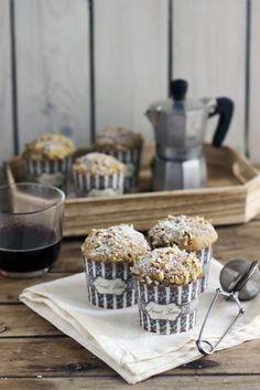 Muffin al caffè: ricetta soffice senza burro | Anna On The Clouds Cupcake In A Cup, Love Cupcakes, Muffin Cupcake, Chocolate Chunk Cookies, Small Cake, Muffin Cups, Dessert Recipes, Desserts, Biscotti