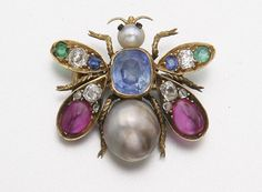 GOLD, PEARL, SAPPHIRE, RUBY, DIAMOND AND EMERALD BEE BROOCH, CIRCA 1900. Photo 1