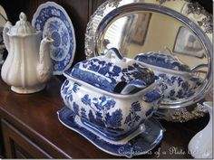 Blue Willow Fabric   visit confessionsofaplateaddict blogspot com