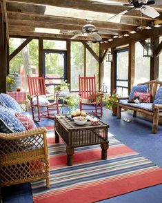 The perfect sunroom to spend with family and friends 🇺🇸 Sunrooms And Decks, Decks And Porches, Living Room Bedroom, Living Room Decor, Country Living, Decor Styles, Gazebo, New Homes, Cottage