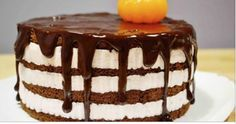 Он получается нежным, мягким и воздушным. А крем похож даже не на йогурт, а на взбитые сливки. Не торт — сплошное наслаждение.