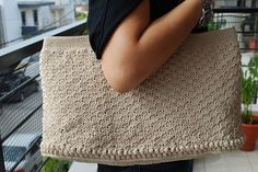 Crochet bag with leader details