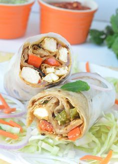 Step by step Paneer Kathi Rolls. How to make Paneer Kathi Rolls. A Kolkata specialty- Indian roti stuffed with green chutney, lettuce and sauteed Kadai paneer. Wrap Recipes, Milk Recipes, Light Recipes, Indian Food Recipes, Vegan Recipes, Ethnic Recipes, Indian Foods, Snacks Recipes, Kathi Roll Recipe