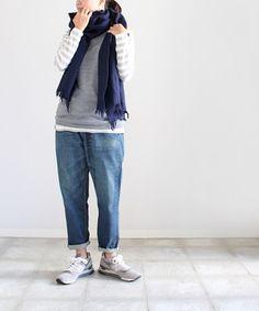 """シャツにデニムというナチュラルでシンプルなスタイルに、サッと羽織ったり、合わせるだけでいつもと違う表情を見せてくれる""""ベスト""""。"""