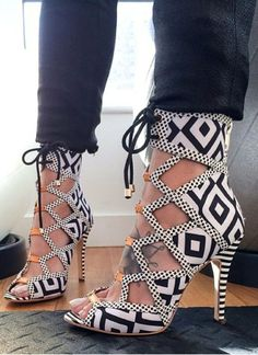 White & Black Classical High Heels Work With Any Clothes Business Lady Style Fashion