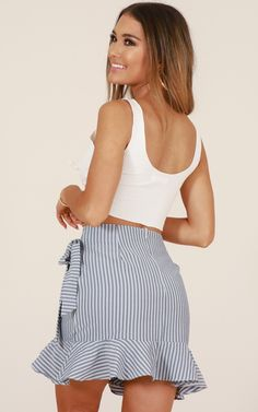 Women Black Stripe Wrap Ruffles Tied Casual Skirt - S Casual Skirt Outfits, Crop Top Outfits, Trendy Outfits, Cool Outfits, Fashion Outfits, Cute Skirts, Mini Skirts, Cute White Tops, Sweet Dress