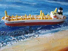 Abmessungen: ca. 18 cm Länge  Material: Polyresin, Kunststoffguß.  Das Modell wurde handbemalt, kleine Unregelmäßigkeiten sind möglich. Material, Boat, Vehicles, Cruise Ships, North Sea, Miniature, Food, Dinghy, Rolling Stock
