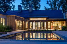 Black windows and doors Mixed exterior sidings Dark metal roof Lake House Plans, Mountain House Plans, Mountain Home Exterior, Barn House Design, Old Country Houses, Rustic Houses Exterior, Courtyard House, Facade House, Modern Ranch