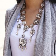 A classic forever - the Erum Necklace. The best statement necklace you will ever own! Easy for Fall/Winter glam <3