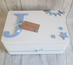 Gorgeous baby keepsake box Available in any colours & personalised with any initial & any wording of your choice on the tag. Baby Gift Box, Baby Box, New Baby Gifts, Gifts For Boys, Baby Memory Boxes, Personalised Memory Box, Personalized Baby, Baby Keepsake, Keepsake Boxes