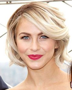 julianne hough style Best Wavy Bob Hairstyles for Women 2017 - The wavy hairstyle looks gorgeous and stylish just with what they have. However, every woman has some particular shor Wavy Bob Haircuts, Short Bob Hairstyles, Pretty Hairstyles, Hairstyles 2018, Haircut Bob, Haircut Short, Celebrity Short Hair, Celebrity Hairstyles, Julianne Hough Short Hair
