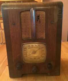 Vintage Emerson Tombstone Radio AM Police Band Kilocycles Wood Case 1930s