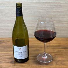 """ワイン専門商社フィラディス直営、Firadis WINE CLUBさんから毎月届く「ソムリエ厳選の """"絶対にハズさないワイン""""」🍷今月はフランス・ブルゴーニュ産の赤ワインが届きました🍷✨ #サブスク  #サブスクリプション  #サブスクリプションボックス  #定期便 Red Wine, Alcoholic Drinks, Club, Glass, Drinkware, Corning Glass, Liquor Drinks, Alcoholic Beverages, Liquor"""