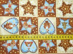 Kerst - Katoenen stof met een print van bruine en beige vakjes met daarin hartjes, kerstmannen, sterren, kerstbomen, ...
