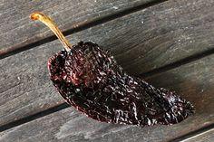 Il peperoncino Ancho è un Poblano secco. Una volta essiccato il gusto del peperoncino diventa più forte e deciso!