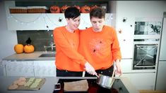 """""""With your ultimate power, tilt it and I'm going to scoop it out. The other way. Hold it over the tray"""" Halloween Baking - Creepy Crispy Cakes CONJOINED CHALLENGE!"""