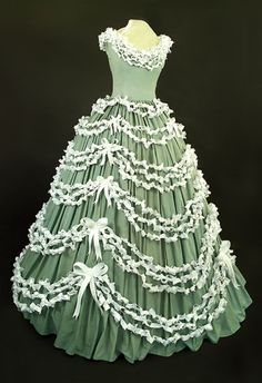 Nancy Judd: Youth Eco-Dress  Made by 2,000 children out of recycled office paper!