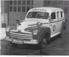 Court Held in Ambulance - Twisted History Ford Ambulance, Vintage Cars, Antique Cars, Vintage Photos, Firefighter Emt, Emergency Equipment, Flower Car, City Logo, Police Cars
