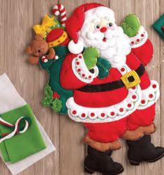 86737 Here Comes Santa Wall Hanging Christmas Crafts, Christmas Ornaments, Santa, Holiday Decor, Home Decor, Wreaths, Feltro, Holiday Ornaments, Decorations
