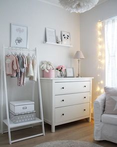 Mineas room Neue Poster -> Desenio heather mccollam Mineas room Neue Poster -> Desenio heather mccollam appeared first on Zimmer ideen. Baby Bedroom, Baby Room Decor, Nursery Room, Bedroom Sets, Kids Bedroom, Bedroom Wall, Girl Nursery, Bedroom Decor, Grey Girls Rooms