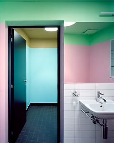 Multi colored bathrooms of Patrick Gmür Architekten, Zürich (Haus Hirschi, 2007)