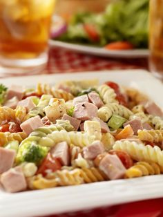 25 different pasta salads. Super easy to pack and take for lunch. Many already … 25 different pasta salads. Super easy to pack and take for lunch. Many already vegan or easily made vegan. Cold pasta salads are Pasta SaladsSummer Pasta Salads I Love Food, Good Food, Broccoli Pasta, Ham Pasta, Shrimp Pasta, Great Recipes, Favorite Recipes, Cooking Recipes, Healthy Recipes