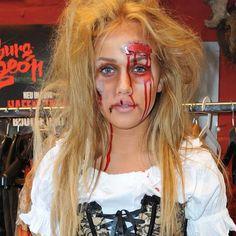 Halloween steht vor der Tür und Sie möchten sich als Untoter verkleiden? Wir zeigen Ihnen eine Schritt-für-Schritt-Anleitung, wie Sie sich zum Zombie schminken können.