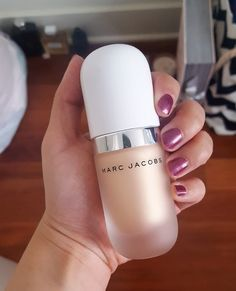 Product review of Marc Jacob's Coconut Dew Drop Highlighter is on the blog! #coconutglow #bblogger