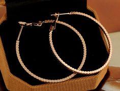 $1.15  Fashion Retro Round Hoop Earring Copper Earring Two Colors for Women http://www.eozy.com/fashion-retro-round-hoop-earring-copper-earring-two-colors-for-women.html