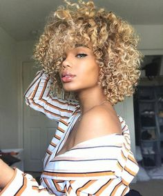 16 Inches Long Curly Wigs Ombre Blonde Brown Synthetic Wigs for African Black Women Items per Package: 1 Piece Only Texture: Kinky Curly Density: 120% Can Be Permed: No Cap Size: Average Size Material Grade: High Temperature Fiber Wigs Length: Medium Lace Wig Type: None Lace Wigs