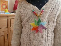 Waldorf Steiner Window Star Necklace Tutorial - this would make a cool sun catcher too Fun Arts And Crafts, Holiday Crafts For Kids, Waldorf Crafts, Necklace Tutorial, Paper Stars, Toy Craft, Star Necklace, Nature Crafts, Elementary Art