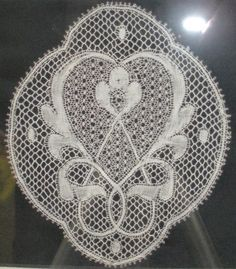 Sharon of the New England Lace Group Valenciennes ? Antique Lace, Vintage Lace, Bobbin Lacemaking, Linens And Lace, Lace Design, Ribbon, England, Shape, Group