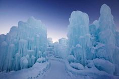 Things to do with kids: Ice Castles in New Hampshire Wisconsin Dells, Beloit Wisconsin, Wisconsin Vacation, Wisconsin Winter, Ice Castles, White Mountains, New Hampshire, Day Trips, Weekend Trips