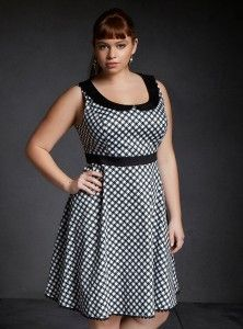 The black and white pattern on this dress is absolutely fabulous!