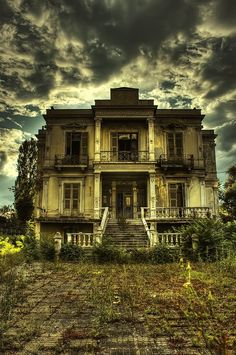 great house, great photography it would make a great haunted house
