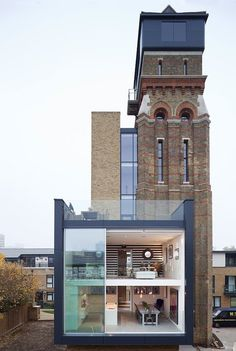Water Tower Turned London Residence Remember this from Grand Designs? This Water Tower conversion features some pretty impressive sliding glass walls. Architecture Résidentielle, Beautiful Architecture, Beautiful Buildings, Beautiful Homes, Parasitic Architecture, Creative Architecture, Casas Containers, Tower House, Exterior Design