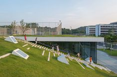 People can easily access the roof through the grass slope which would naturally attract people to rest and stopover. Image © Lianping Mao u form Gallery of Second Stage of Hangzhou Cloud Town Exhibition Center / Approach Design (ZUP) - 4 Architecture Courtyard, Landscape Architecture Design, Green Architecture, Architecture Diagrams, Park Landscape, Urban Landscape, Hangzhou, Casa Patio, Sport Park