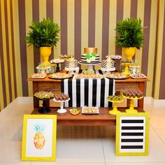 Decoração de mesa do bolo para tema Abacaxi em Pineapple Party Flamingo Party, Festa Party, Party Decoration, Summer Parties, Baby Party, Party Planning, Party Time, Birthday Parties, Celebration
