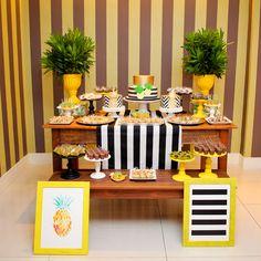 Decoração de mesa do bolo para tema Abacaxi em Pineapple Party