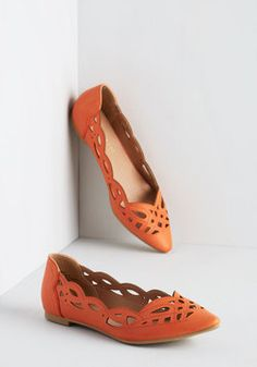 On Second Trot Flat in Carrot. When deciding whether to flaunt these bright orange flats from Restricted, you don't think twice! #orange #modcloth