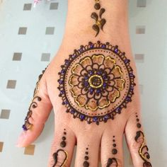 Circle glitter henna