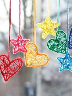 These mini Dream catchers are rather cute. You could create a beautiful display using just the hearts for Valentine's day or tone down the colors for a babies room or toddlers mobile. Cute for Christmas ornaments. -Not really Crochet, but YARN usage! Valentine Crafts, Christmas Crafts, Christmas Ornaments, Valentines, Diy Ornaments, Dream Catcher Craft, Dream Catchers, Diy Dream Catcher For Kids, Diy And Crafts