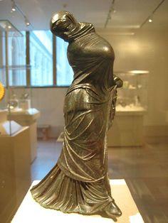 Veiled dancer, Hellenistic statuette (bronze), 3rd-2nd century BC, (Metropolitan Museum of Art, New York).