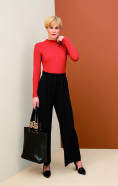 She steps into the cold. Fine Rib Crew Neck Top From Walk The Line, Feeling Great, Black Heels, Wide Leg Pants, Confident, Crew Neck, Feminine, Cold, Tote Bag