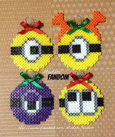Despicable Me secuaces adornos navideños, Set 4 Easy Perler Bead Patterns, Diy Perler Beads, Pearler Beads, Fuse Beads, Minion Christmas, Christmas Crafts, Christmas Ornaments, Bead Crafts, Diy And Crafts