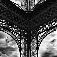 #iloveparis #parisjetaime #eiffeiltower #toureiffel #unlimitedparis #igers #igers_france #blackandwhite #igersfrance #cettesemainesurinstagram