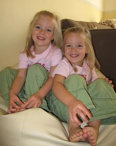 Identical Twin Girls | Pictures Online