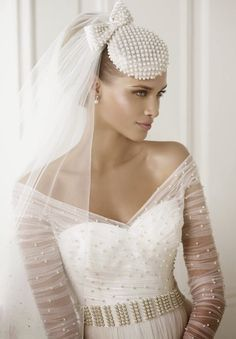 Romantic and beautiful look from the Spanish Pronovias Fashion 2015 Bridal Collection. Bridal Hat, Bridal Headpieces, Bridal Style, Fascinators, Wedding Hats, Wedding Veils, Wedding Attire, Bow Wedding, Pronovias Bridal